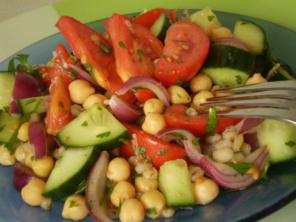 Csicseriborsó saláta gerslivel