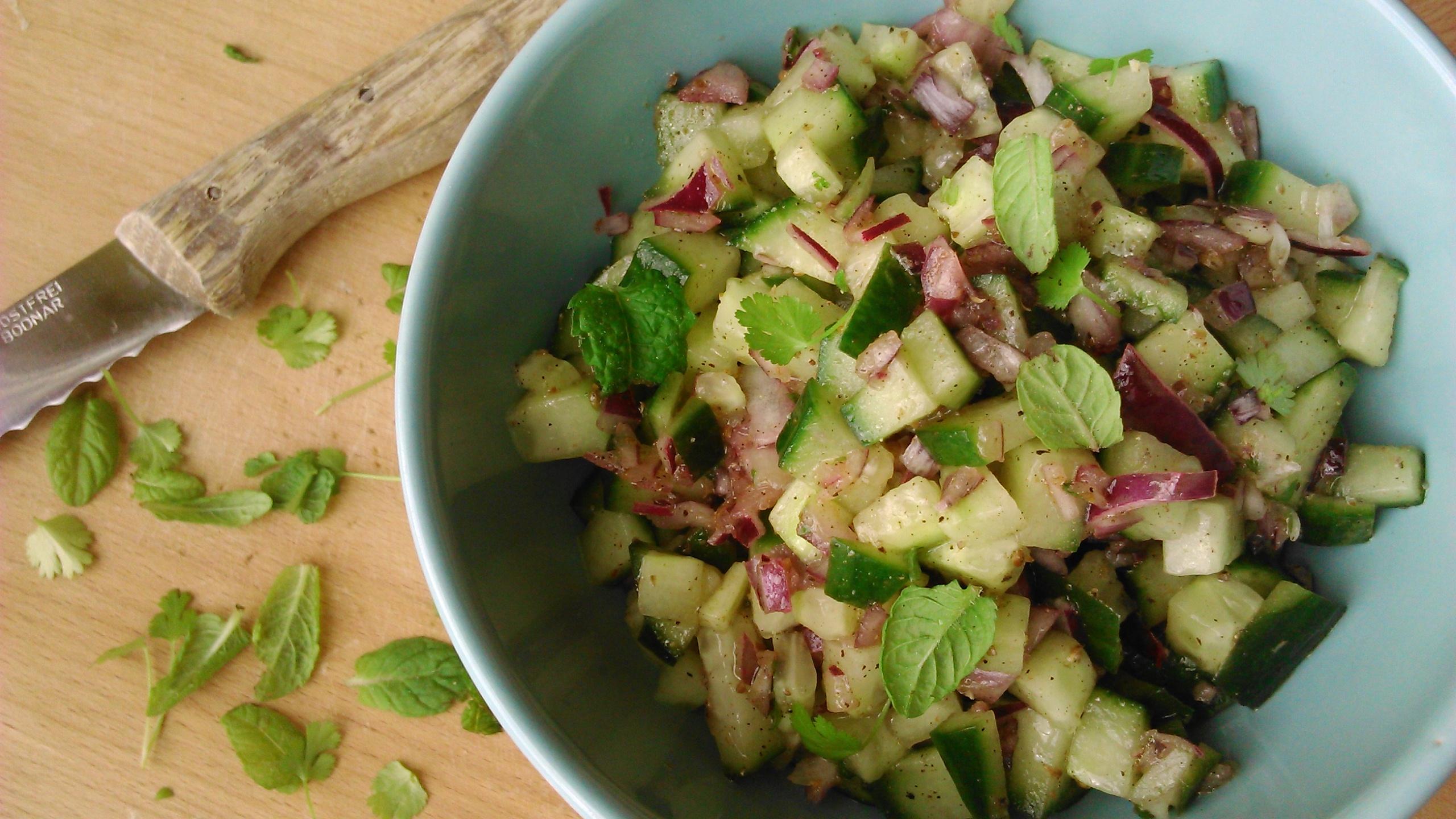 Uborka salsa saláta