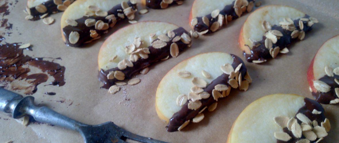 Csokis alma szeletek zabpehellyel megszórva