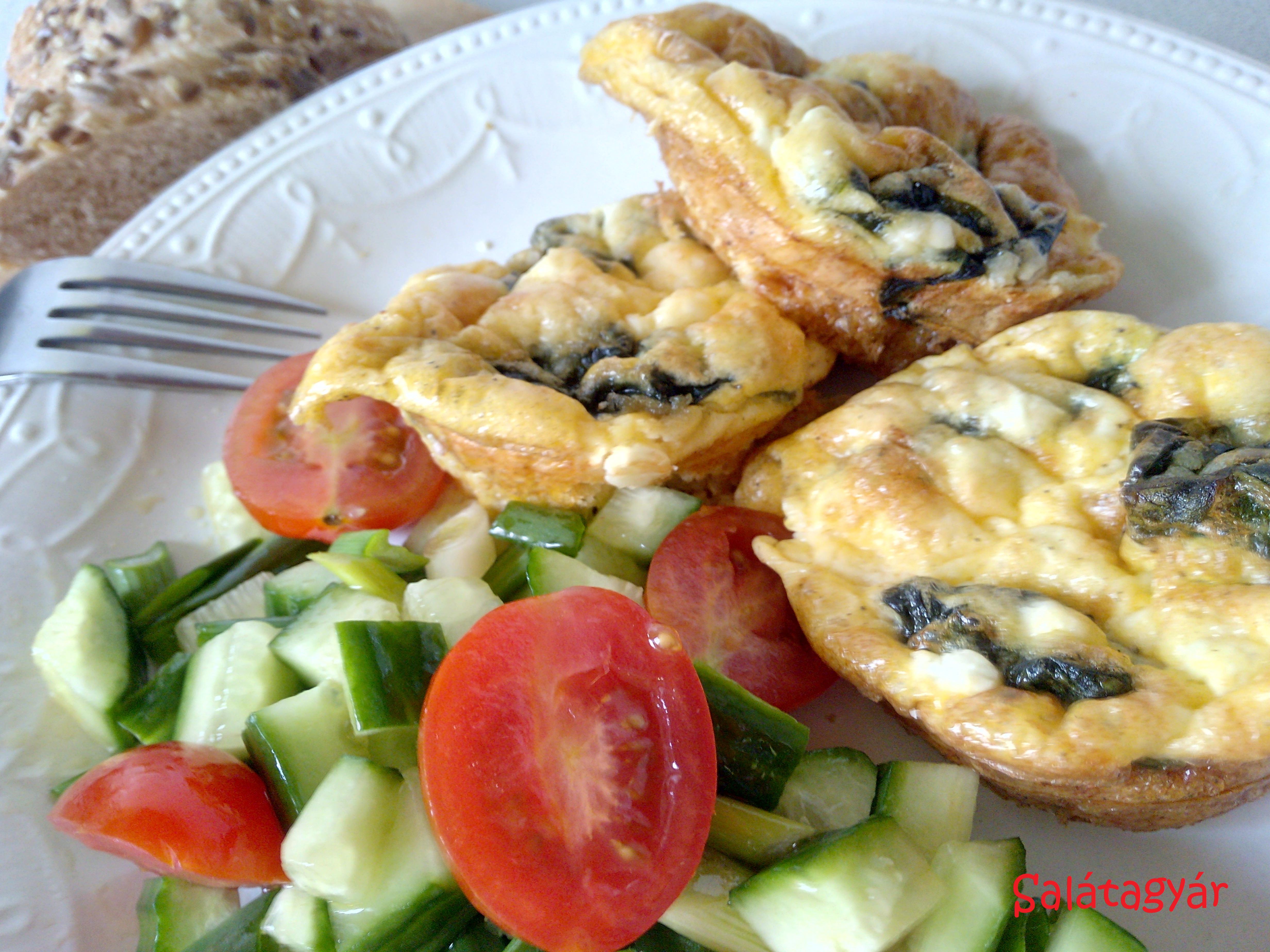 Spenótos, fetás tojás muffin – diétás reggeli ötlet
