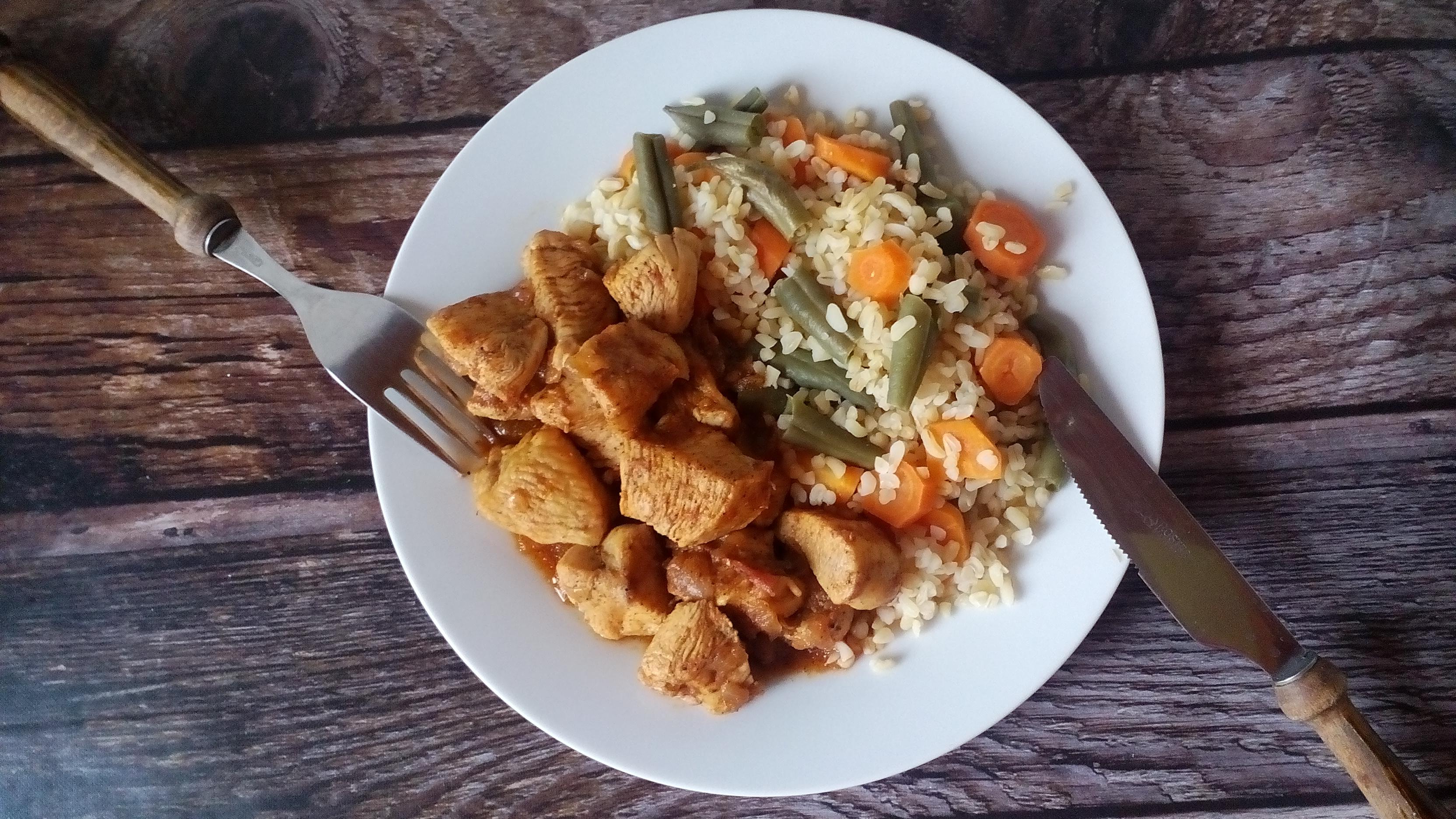 Diétás csirkepörkölt csirkemellből