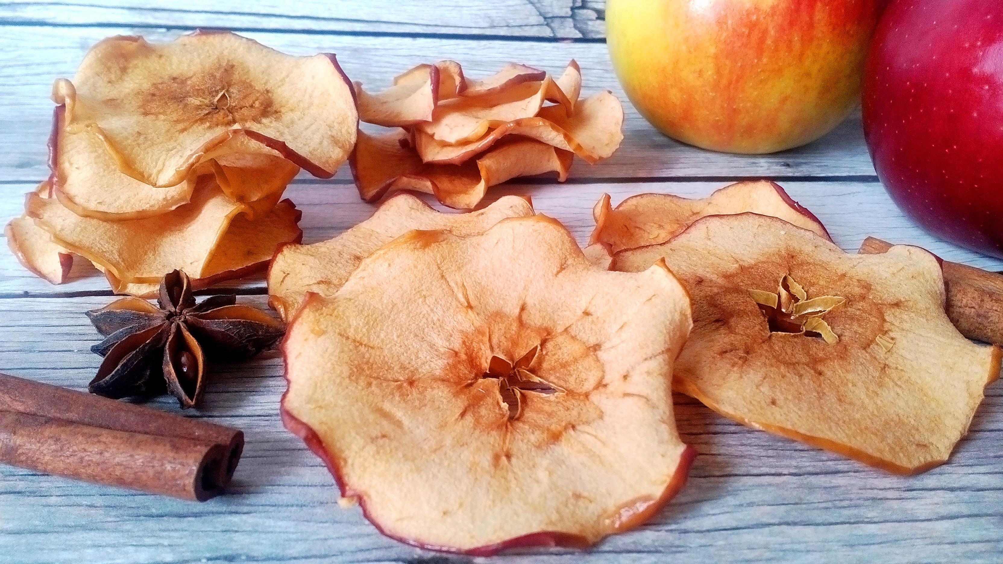 Ropogós almachips házilag – diétás chips olaj és cukor nélkül