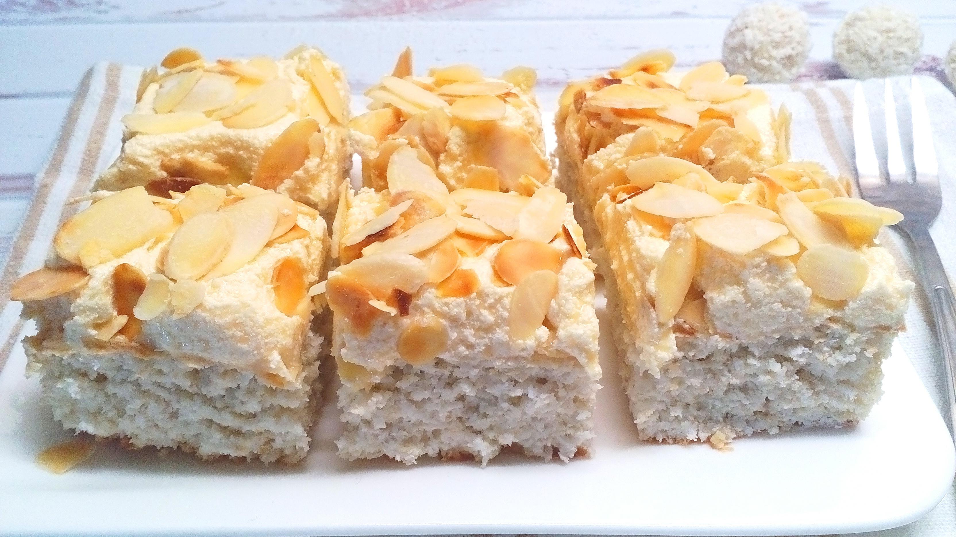 Diétás Raffaello szelet – krémes sütemény cukor nélkül!