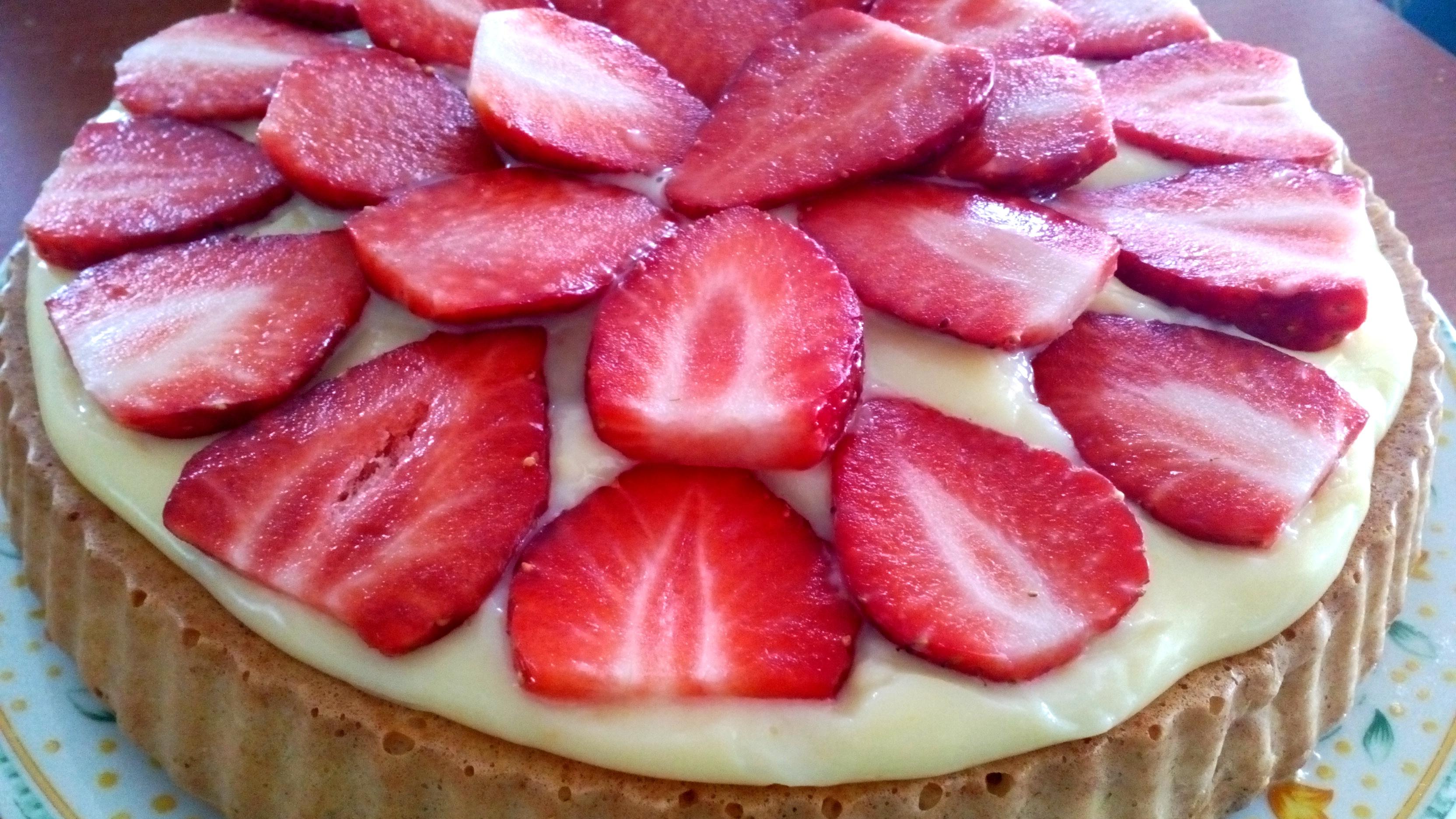 Diétás gyümölcstorta szénhidrátcsökkentett piskótából cukormentes pudinggal