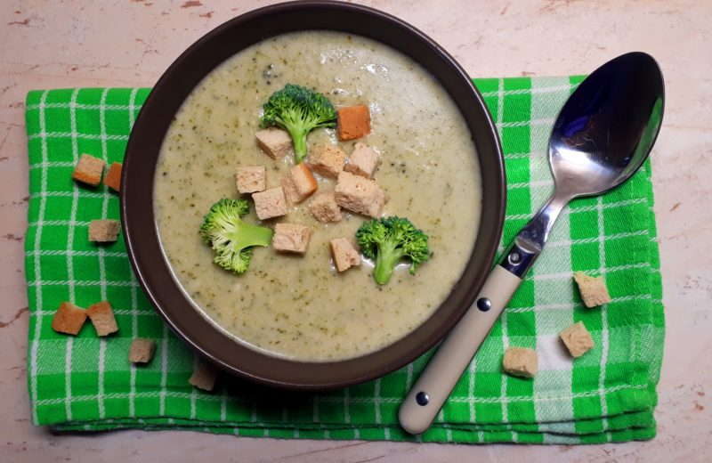 Diétás brokkolikrémleves recept