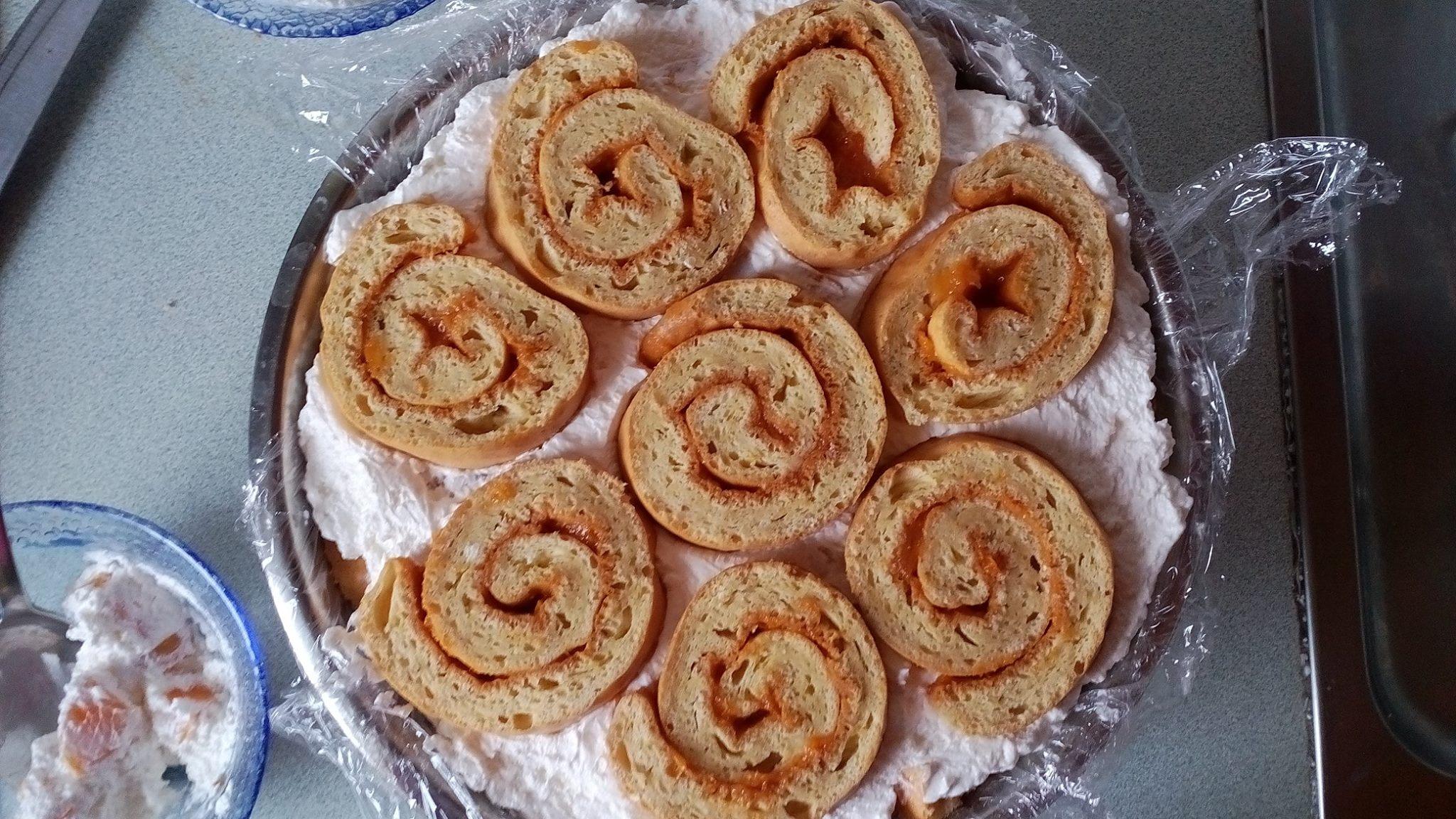 Cukormentes Charlotte torta szénhidrátcsökkentett diétás piskótatekercsből