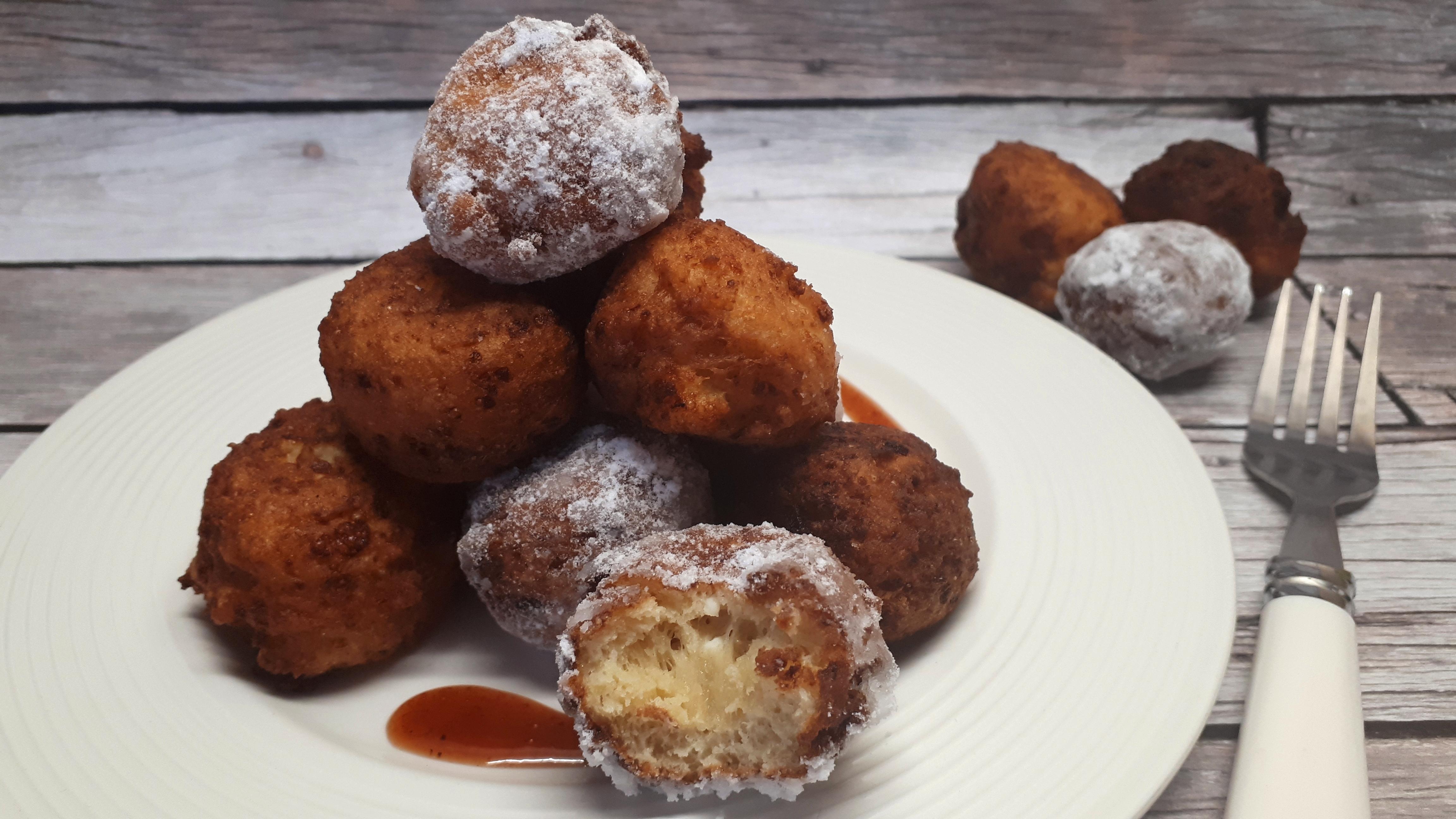 Kókuszolajban sült diétás túrófánk készítése cukor nélkül, Dia Wellness szénhidrátcsökkentett lisztből
