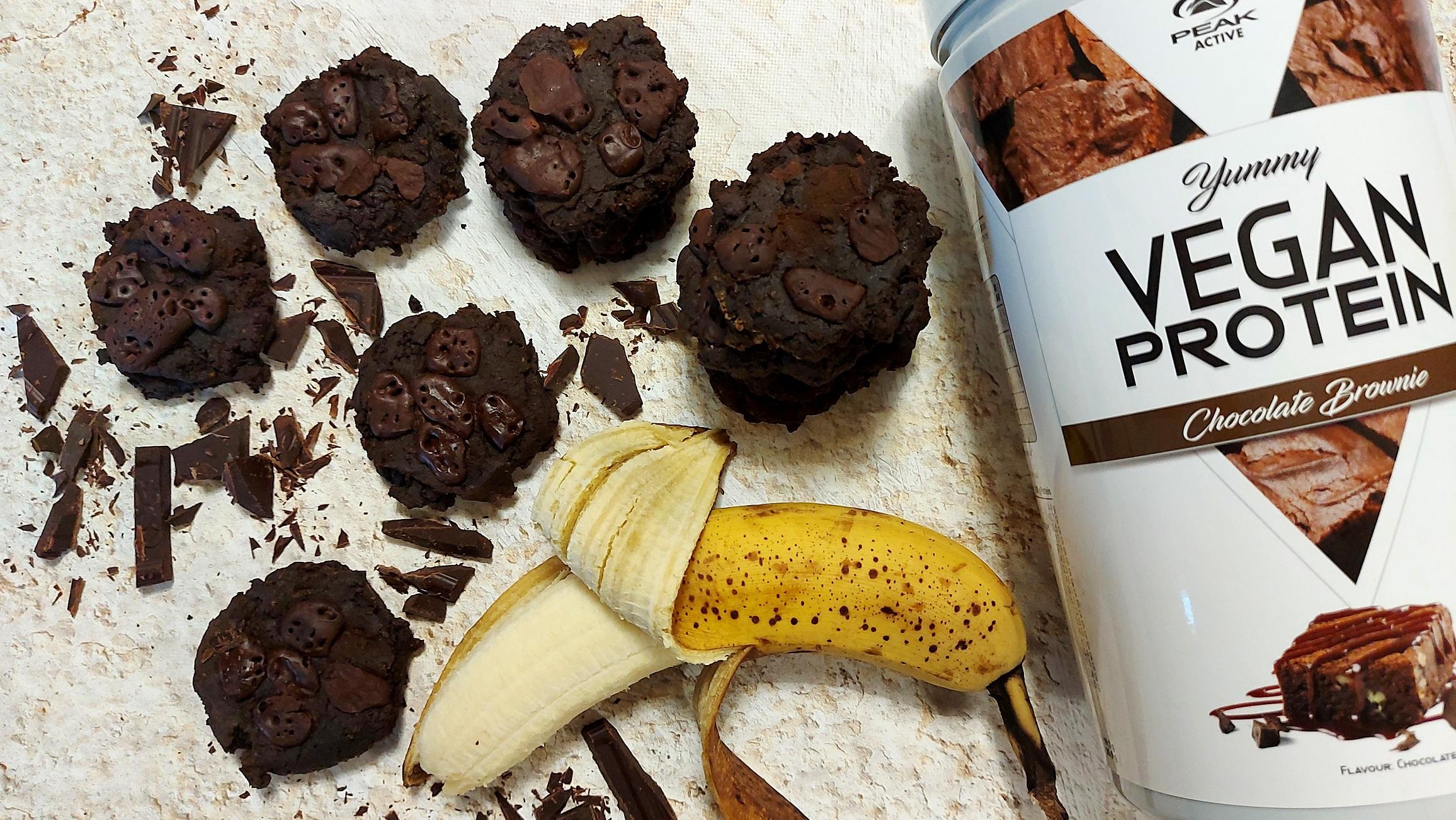 Vegán csokis protein keksz Peak mandula fehérjeporból